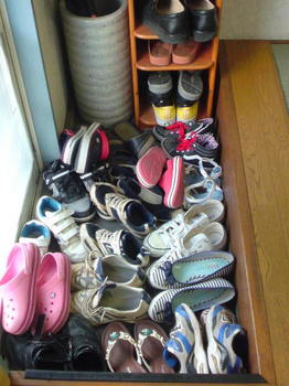 楽心館本部道場の芋を洗うような玄関の靴
